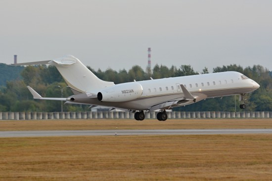 Bombardier BD-700-1A10 Global Express XRS - N821AM