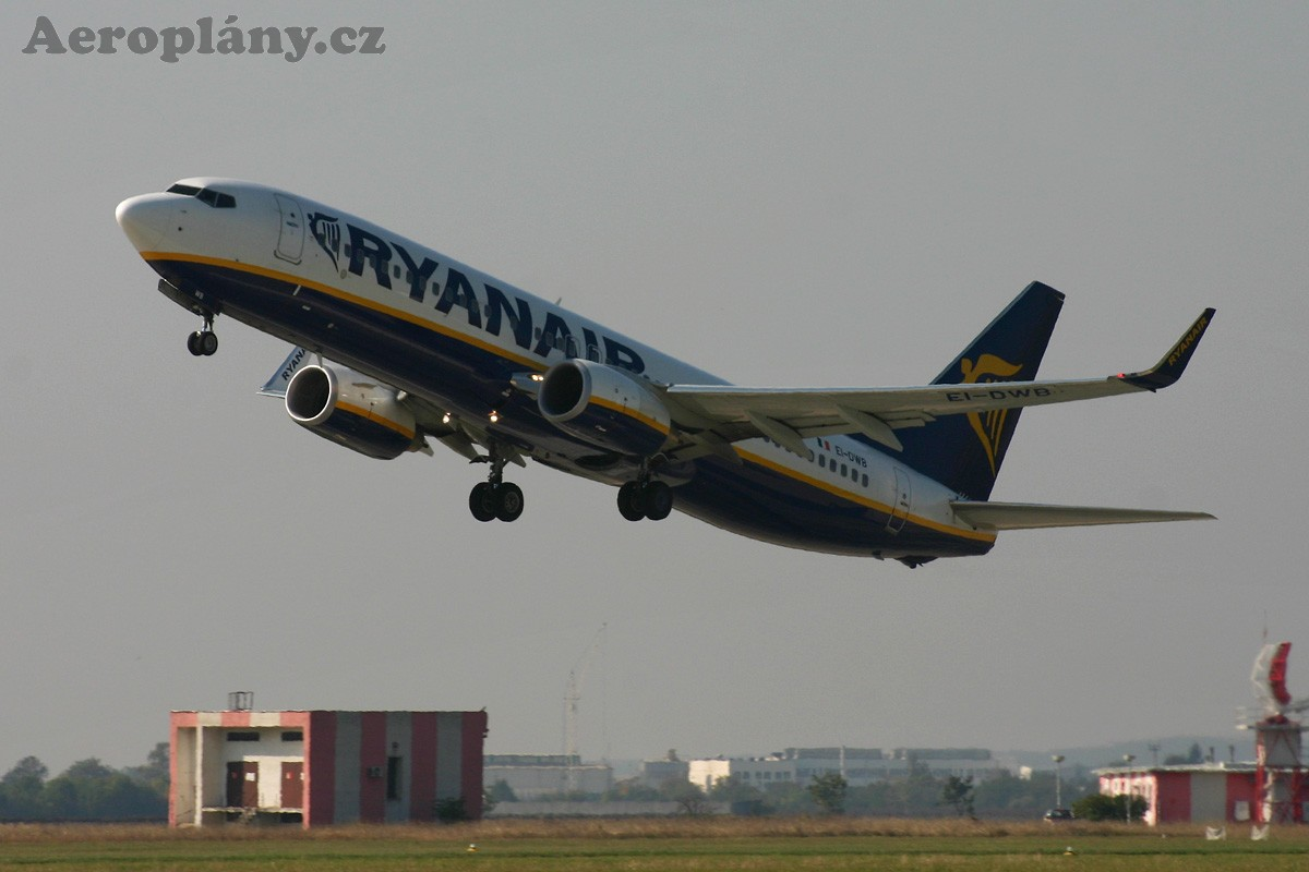 Boeing 737-8AS - EI-DWB