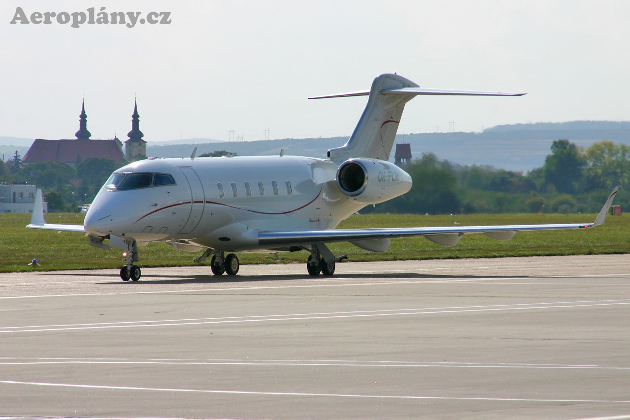 Bombardier Challenger 300 (BD-100-1A10) - OH-FLM