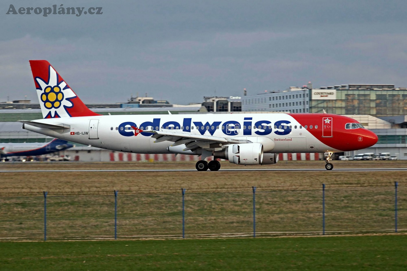 Airbus A320-214 - HB-IJW