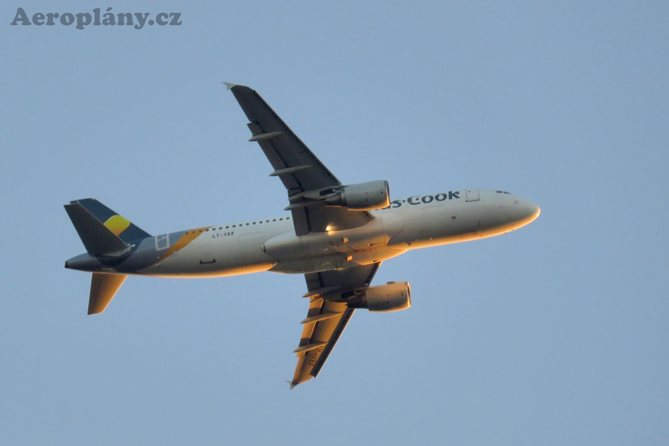 Airbus A320-214 - LY-VEF